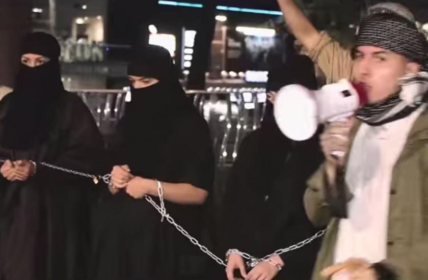 【※超・胸糞注意※】ISISの奴隷市場の様子をご覧下さい・・・。 → 胸糞悪すぎて見れないわコレ。。(画像26枚)・5枚目