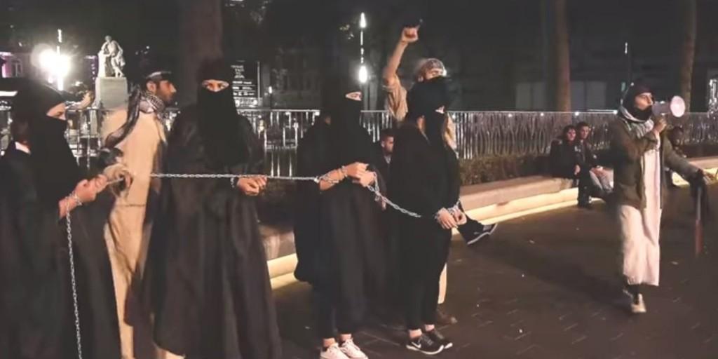 【※超・胸糞注意※】ISISの奴隷市場の様子をご覧下さい・・・。 → 胸糞悪すぎて見れないわコレ。。(画像26枚)・6枚目