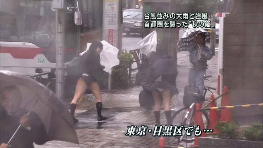 【※画像あり※】TVの風ハプニングパンチラスレww → 「JKのモリマンでおっき」「このJK自殺もんだろww」「神スレ」・3枚目