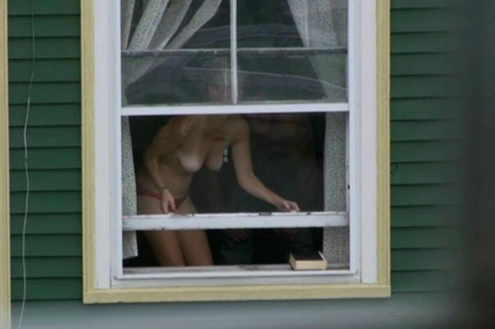 Окно в котором дрочит