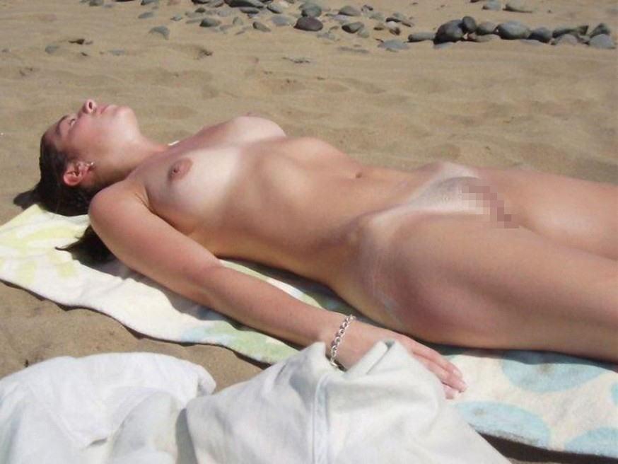 【※マニアック※】ヌーディストビーチでガチ寝する女の神経の太さwwwwwwwwwwwwwwww(画像33枚)・10枚目
