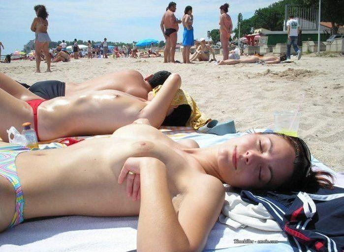 【※マニアック※】ヌーディストビーチでガチ寝する女の神経の太さwwwwwwwwwwwwwwww(画像33枚)・19枚目