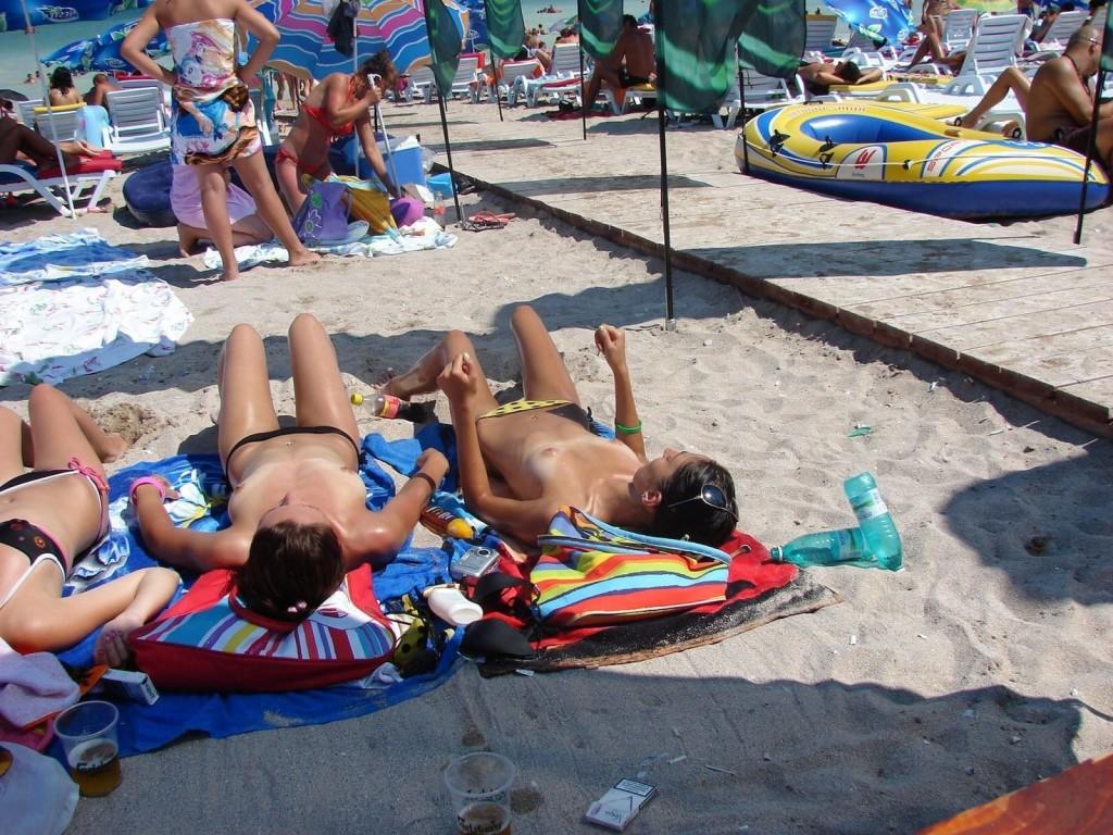 【※マニアック※】ヌーディストビーチでガチ寝する女の神経の太さwwwwwwwwwwwwwwww(画像33枚)・28枚目