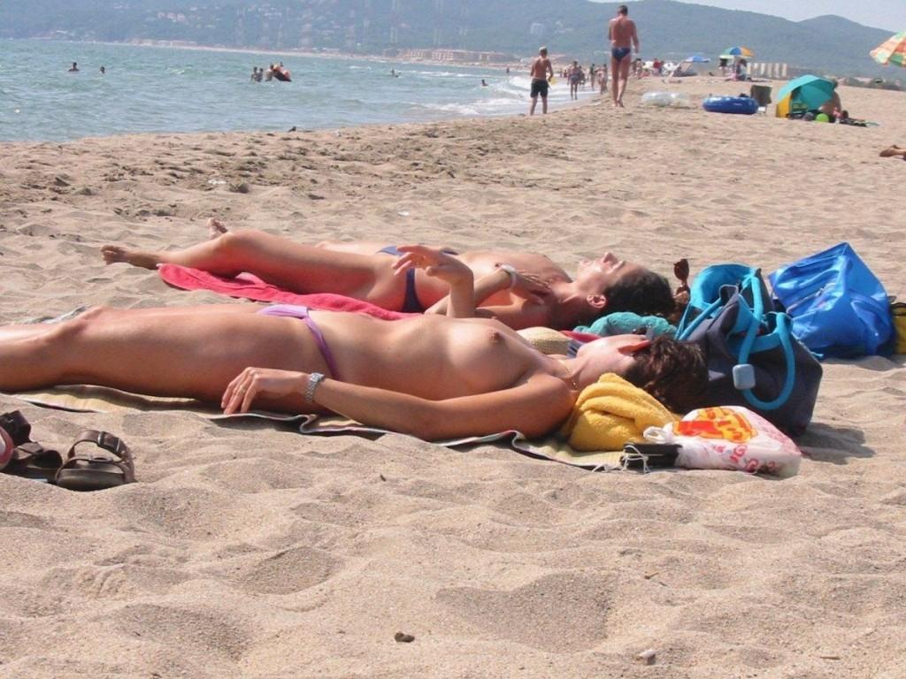 【※マニアック※】ヌーディストビーチでガチ寝する女の神経の太さwwwwwwwwwwwwwwww(画像33枚)・29枚目