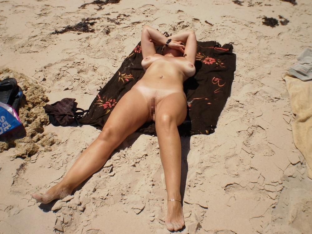 【※マニアック※】ヌーディストビーチでガチ寝する女の神経の太さwwwwwwwwwwwwwwww(画像33枚)・6枚目