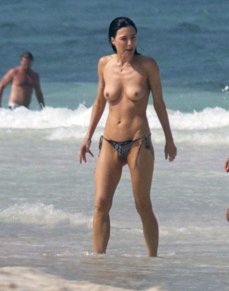 【※テンプレ行動※】ハリウッド女優ってなんでパパラッチされるのにヌードで泳ぐの??アホなの??(画像あり)・15枚目