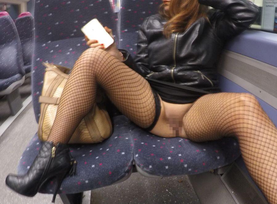 【※マジキチ※】満員電車で陽気な露出狂女に遭遇したwwwwwwwwwwwwwwww(画像あり)・15枚目