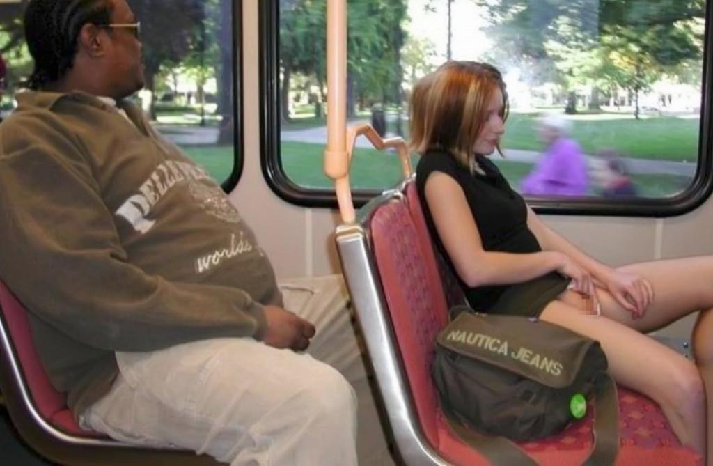 【※マジキチ※】満員電車で陽気な露出狂女に遭遇したwwwwwwwwwwwwwwww(画像あり)・22枚目