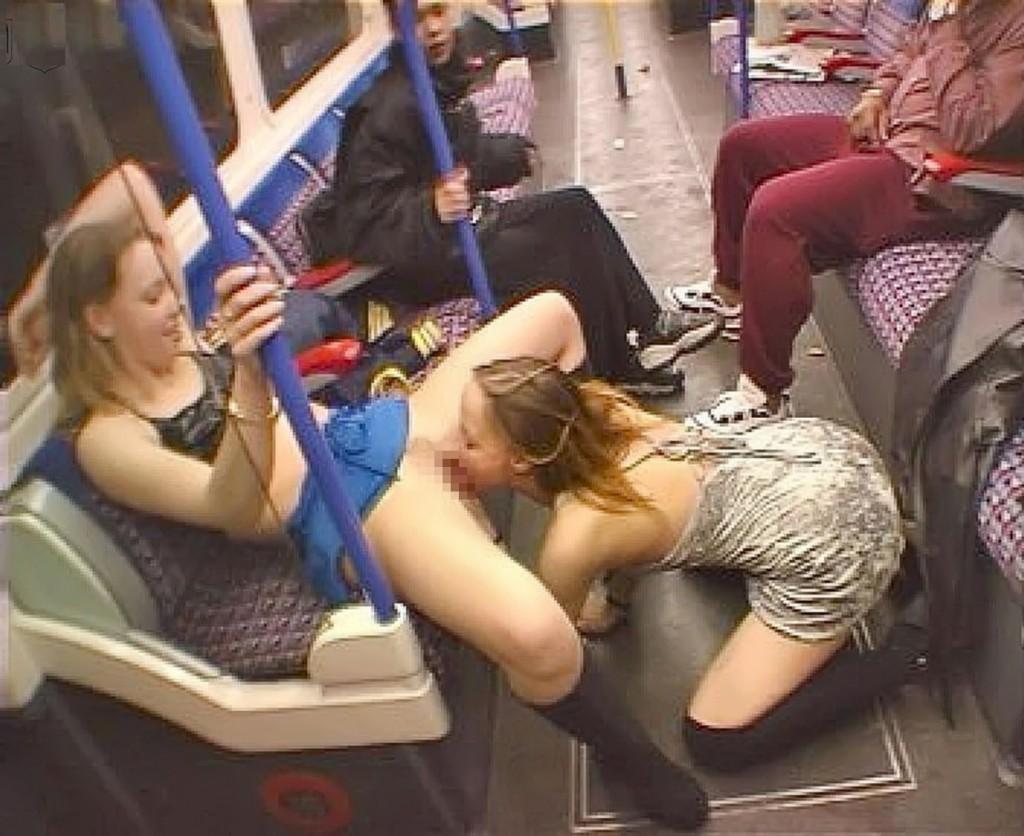 【※マジキチ※】満員電車で陽気な露出狂女に遭遇したwwwwwwwwwwwwwwww(画像あり)・27枚目