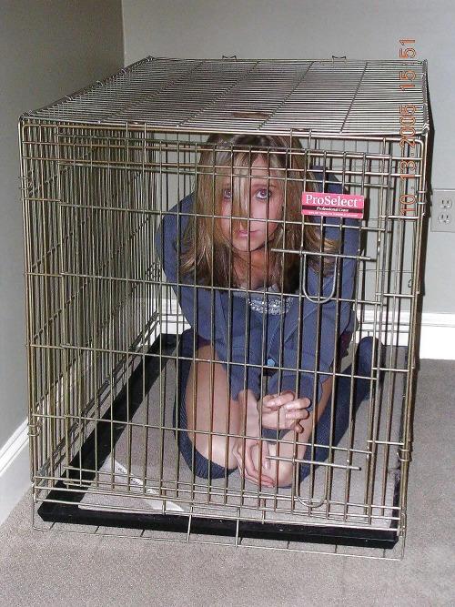 【※閲覧注意※】本 場 の 女 子 鉄 檻 監 禁 事 案 、 割 と ガ チ が い そ う で 引 い た・・・(画像あり)・6枚目