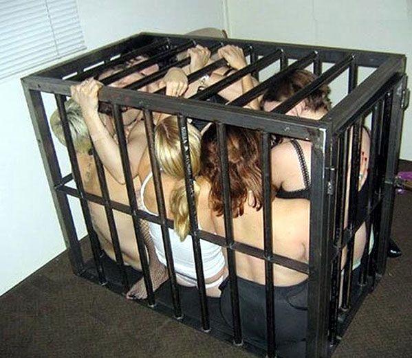 【※閲覧注意※】本 場 の 女 子 鉄 檻 監 禁 事 案 、 割 と ガ チ が い そ う で 引 い た・・・(画像あり)・8枚目