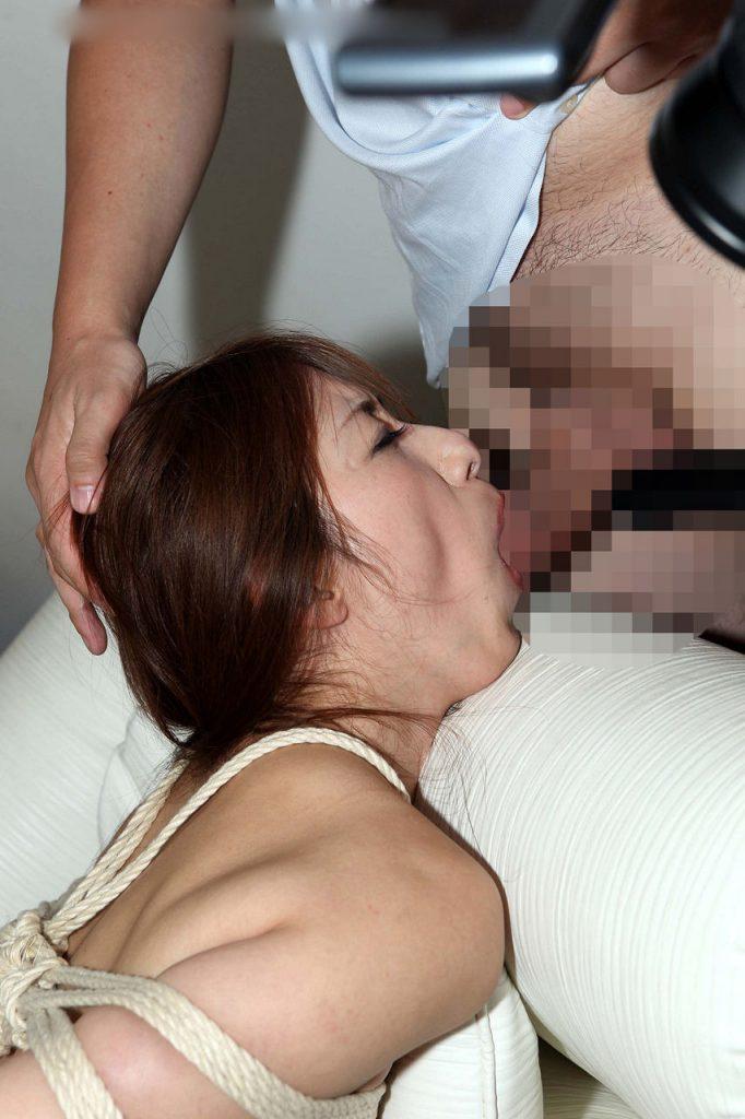 【※制圧完了※】女 を 後 手 に 縛 っ て フ ェ ラ チ オ さ せ た 時 の 征 服 感 は 異 常wwwwwwwwwwwwwwwwwwwww(画像あり)・23枚目