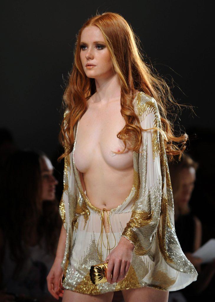 【※草※】「おい、これデザイナーがモデルの乳首見たかっただけだろ」ってファッションショーのGIFwwwwwwwwwww(画像多量)・12枚目