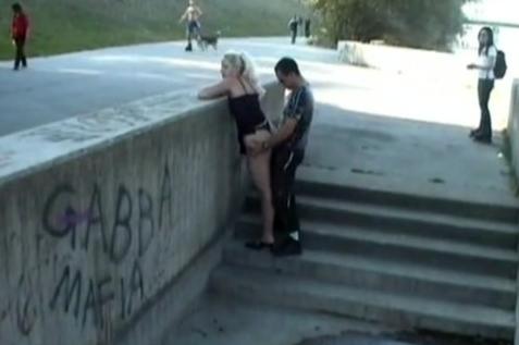 【※マジキチ※】「お!公園の噴水でセクロスしてるヤツおるやんけ!撮ったろ」 → 写真がコチラwwwwwwwwwwwww(画像あり)・6枚目