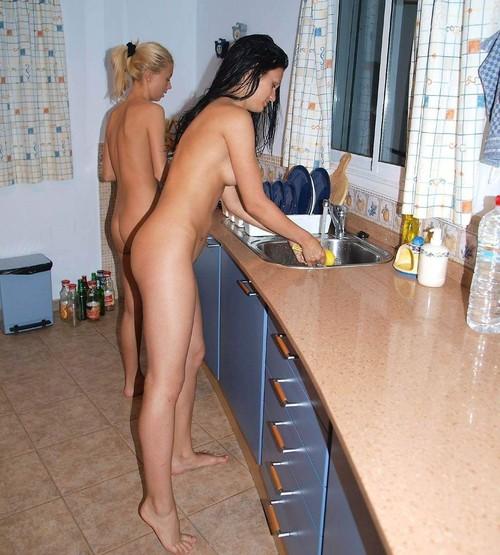 【※裸注意※】「ワイの嫁裸族やねんけど家事はしっかりやるで」 って画像貼ってくwwwwwwwwwwwwwwwwwww(画像あり)・10枚目