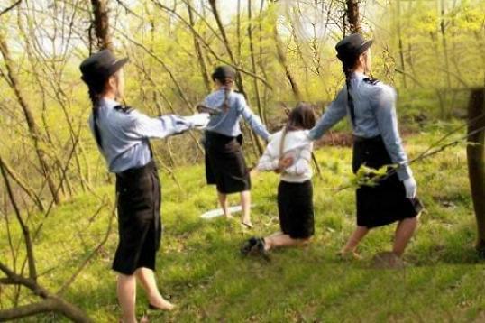 【※閲覧注意※】中国の田舎の女囚の死刑執行の様子をご覧ください。。。 →怖すぎだろコレ。。。(画像あり)・2枚目