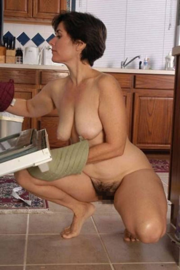 【※裸注意※】「ワイの嫁裸族やねんけど家事はしっかりやるで」 って画像貼ってくwwwwwwwwwwwwwwwwwww(画像あり)・16枚目