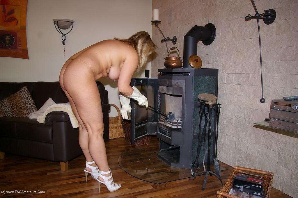 【※裸注意※】「ワイの嫁裸族やねんけど家事はしっかりやるで」 って画像貼ってくwwwwwwwwwwwwwwwwwww(画像あり)・27枚目