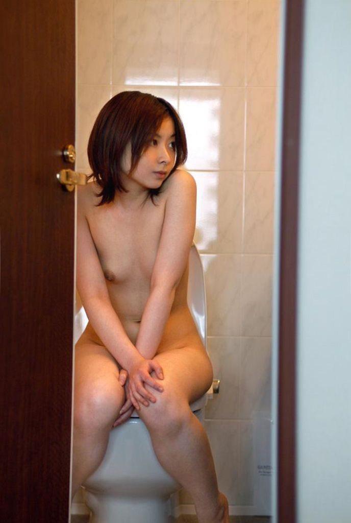 【※ラブホあるある※】彼女がトイレ行ったから携帯カメラ構えて凸するヤツwwwwwwwwwwwwwwwwwwwwww(画像あり)・5枚目