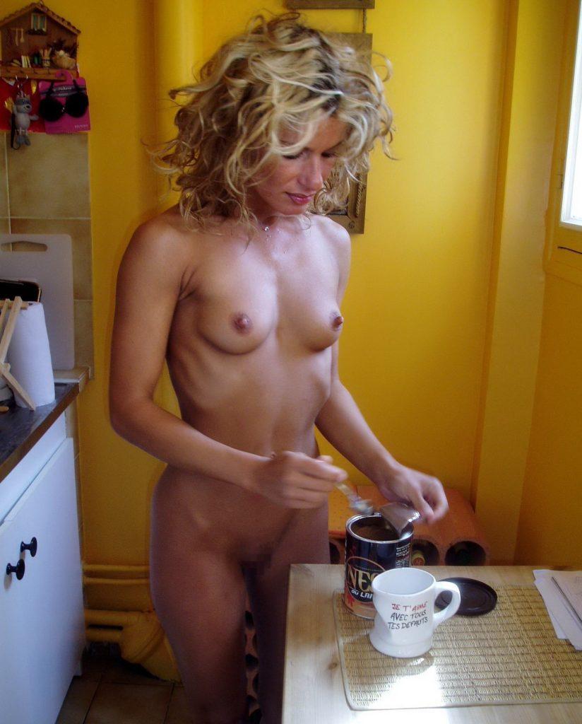 【※裸注意※】「ワイの嫁裸族やねんけど家事はしっかりやるで」 って画像貼ってくwwwwwwwwwwwwwwwwwww(画像あり)・9枚目
