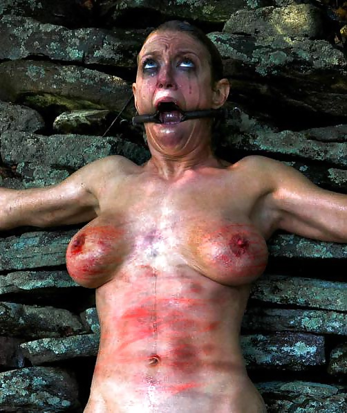 【※閲覧注意※】変態セレブに買われた性奴隷のその後をご覧下さい。 これはいっそ死にたくなること請け合い。。(画像26枚)・1枚目