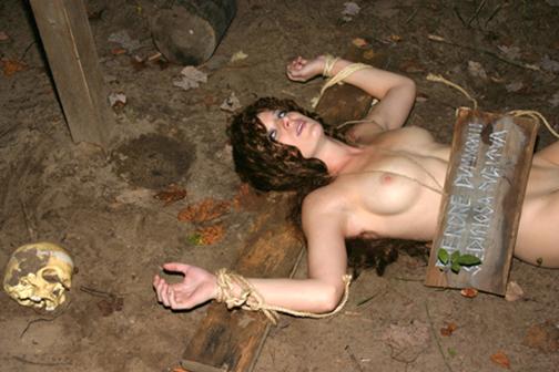 【※閲覧注意※】変態セレブに買われた性奴隷のその後をご覧下さい。 これはいっそ死にたくなること請け合い。。(画像26枚)・7枚目