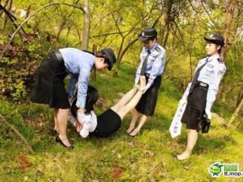 【※閲覧注意※】中国の女囚人の処刑の様子をご覧下さい。 → 淡々と殺し過ぎててガチでビビった。。。(画像あり)・4枚目
