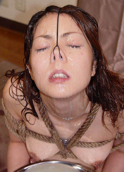 【※閲覧注意※】女の鼻の穴狙って顔射したった結果wwwwwwwwwwwwwwwwwwwwwwwwwww(画像あり)・12枚目