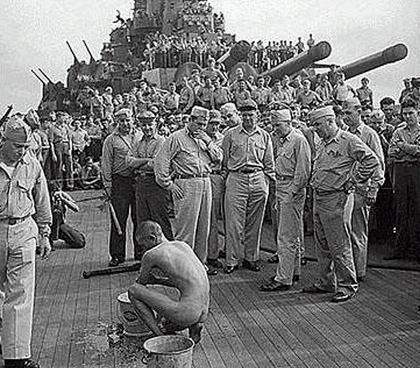 【※閲覧注意※】米兵「捕虜で遊ぶンゴwwwwww」 → ガチでヒド杉これ国際問題だろ。。。(※画像あり)・13枚目