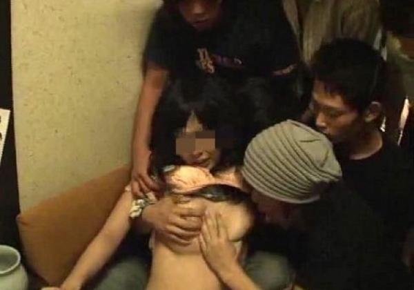 【※胸糞注意※】慶応レイプ事件で流出した「28分」に及ぶスマホ撮影動画、、、これアカンやろ。。(画像あり)