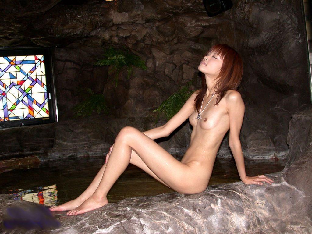 【※混乱注意※】拒食症と過食症の女の子の裸を交互に貼っておまえらを混乱に陥れる愉快犯スレwwwwwwwwww(画像あり)・19枚目