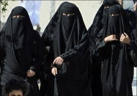 【※画像あり】民族衣装で肌を見せないイスラム女性を裸に剥いた結果wwwwwwwwwwwwwwwwwwwwwwwww・1枚目