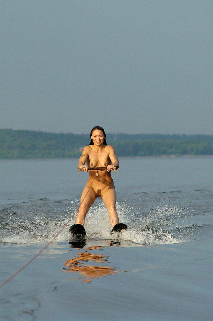 【※画像あり】外人まんさん「どうせ濡れるんだし裸でいいじゃない!」 ←コレwwwwwwwwwwwwwwwwwwwww・19枚目