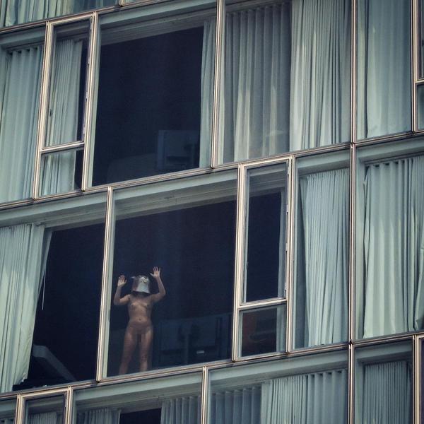 【※女性注意※】窓際についつい裸で数秒間立ってしまったまんさんの末路・・・サクッと人生終了しててワロタ。。。(画像あり)・23枚目