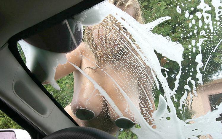 【※絶景】海外の洗車場でしか拝むことができない 「変わったサービス」 がマジキチと話題wwwwwwww(画像あり)・3枚目