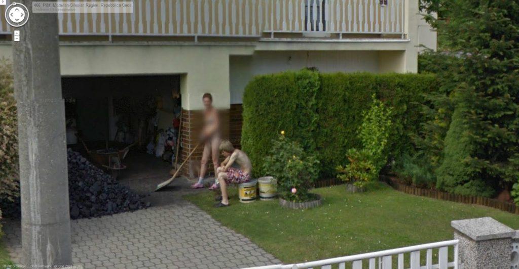 【※画像あり】Googleマップのストリートビューに偶然映ったおっぱいを集めた結果。 ←これって盗撮にならないの?wwwwwww(画像多量)・17枚目
