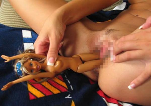 【※マジキチ】幼少期お人形遊びが好きだったまんさん、大人になってとんでもない遊び方を覚える。ガイジやろこいつら。。。(画像あり)・5枚目