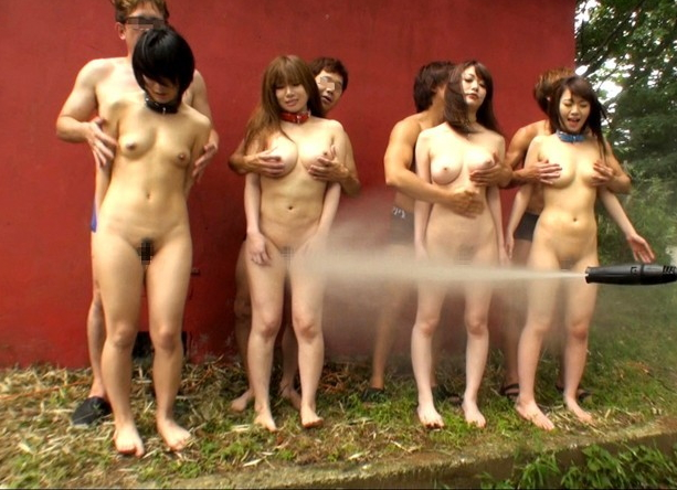 【※画像あり】テレ朝が土曜の朝から水着の女の子を激流で洗浄 →「性奴隷にしか見えない」「DMMで見た」wwwwwwwwwwwww・29枚目