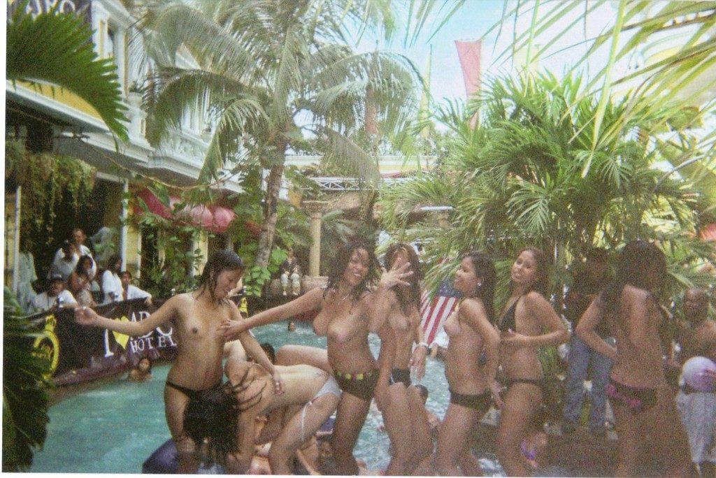 【※裏山杉内】海外で行われているプールパーティーとかいう楽園wwwwwww 嘘だろコレwwwwwwwwwwwwwwwww(画像あり)・12枚目