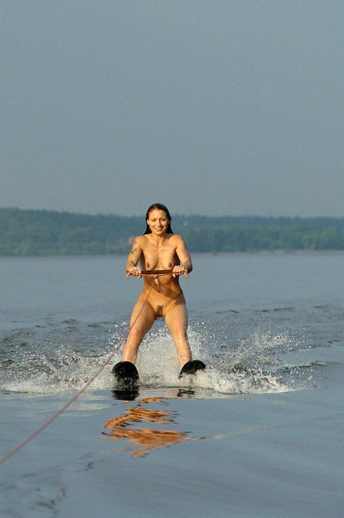 【※マジキチ】海 行 っ た ら 全 裸 で ウ ェ イ ク ボ ー ド や っ て る ま ん の 者 に 遭 遇 し た ン ゴwwwwwwwwwwwwwwwwwwwwww(画像あり)・16枚目