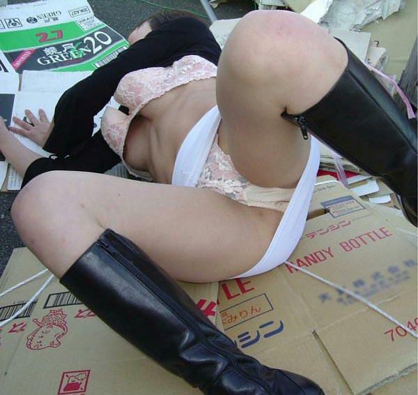 【※閲覧注意】レイプされて放置された日本人まんさんの姿をご覧下さい。 「脳裏に焼き付いた」「ガチのヤツ放り込んでくるのやめろよ」(画像あり)・22枚目