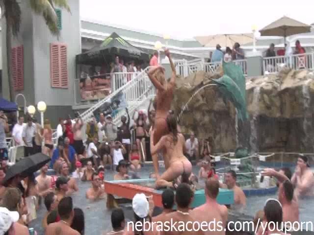 【※裏山杉内】海外で行われているプールパーティーとかいう楽園wwwwwww 嘘だろコレwwwwwwwwwwwwwwwww(画像あり)・6枚目