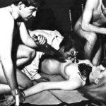 【※恐怖】全裸の女を生贄にしてる 「ヒエッ!・・・でもよく見たらエッロ」 みたいな宗教儀式画像を貼ってく。(画像20枚)