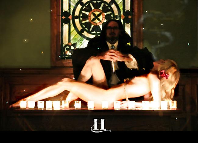 【※恐怖】全裸の女を生贄にしてる 「ヒエッ!・・・でもよく見たらエッロ」 みたいな宗教儀式画像を貼ってく。(画像20枚)・19枚目