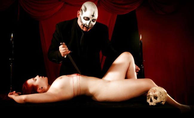 【※恐怖】全裸の女を生贄にしてる 「ヒエッ!・・・でもよく見たらエッロ」 みたいな宗教儀式画像を貼ってく。(画像20枚)・6枚目