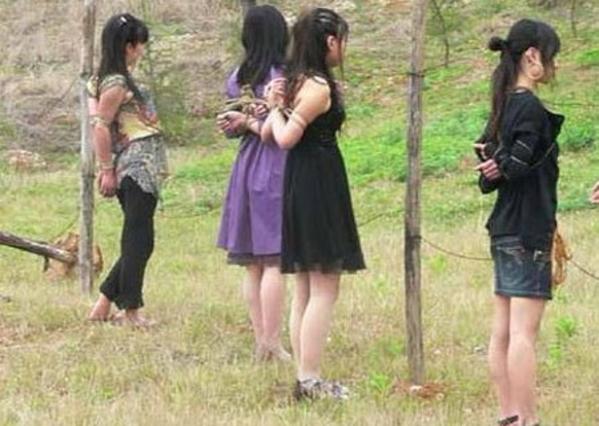 【※閲覧注意】田舎チャイナの女死刑囚の死刑執行の様子がコチラ、、、スーパー雑杉泣いた。。。(画像あり)・12枚目