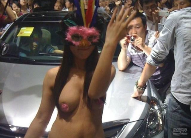 【※マジキチ】ただの露出大会と化した中国のモーターショー、最早常軌を逸してる。。。カオス杉だろこれ。。。(画像あり)・14枚目