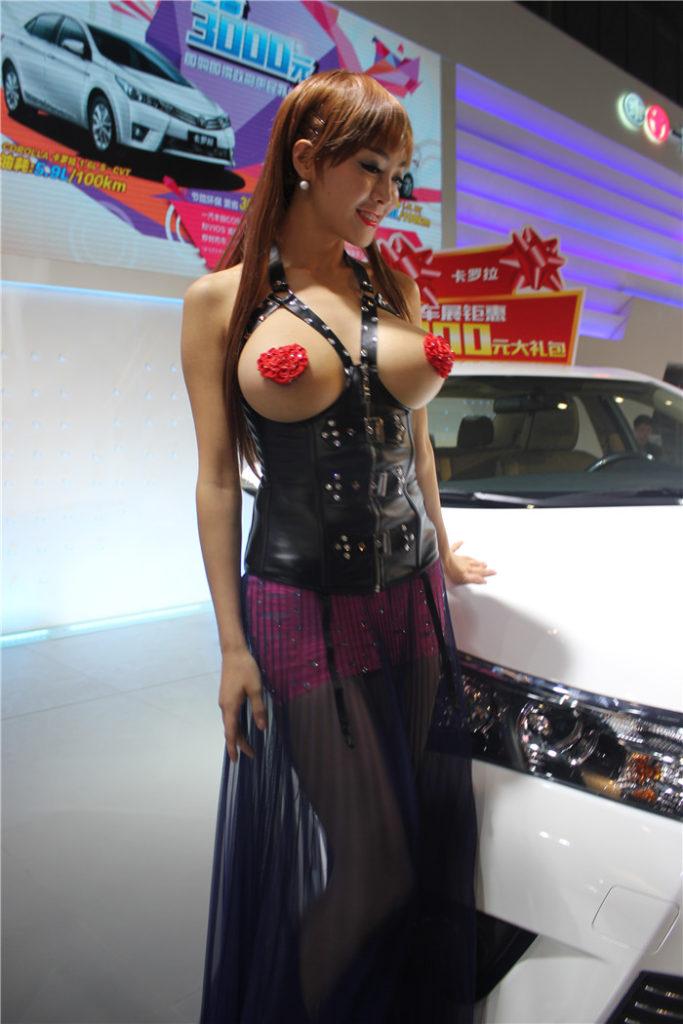 【※マジキチ】ただの露出大会と化した中国のモーターショー、最早常軌を逸してる。。。カオス杉だろこれ。。。(画像あり)・15枚目