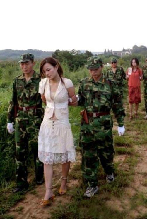 【※閲覧注意】田舎チャイナの女死刑囚の死刑執行の様子がコチラ、、、スーパー雑杉泣いた。。。(画像あり)・20枚目