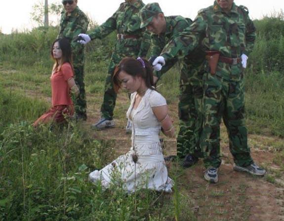 【※閲覧注意】田舎チャイナの女死刑囚の死刑執行の様子がコチラ、、、スーパー雑杉泣いた。。。(画像あり)・21枚目